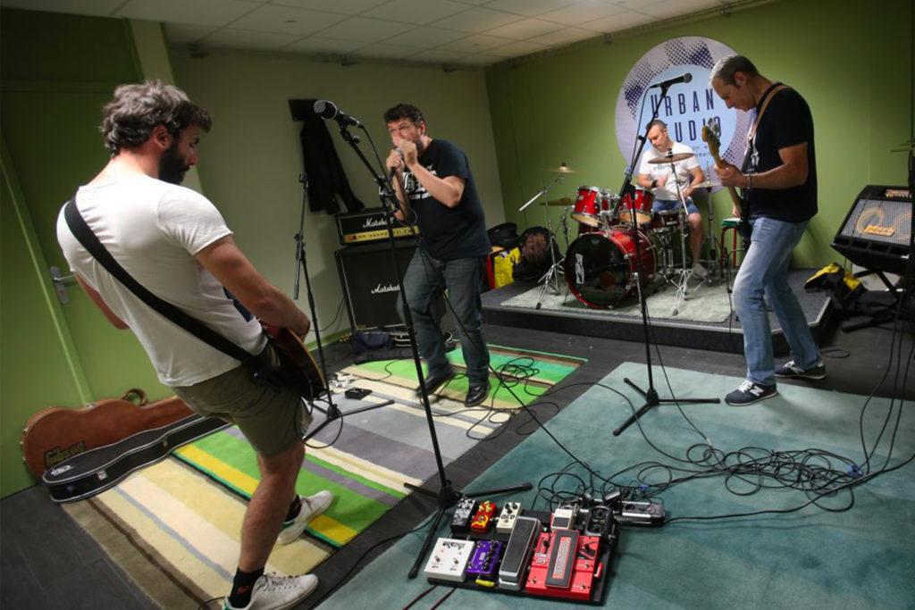 Le groupe Gasolina en répétition dans le studio vert.